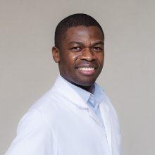 Le Dr Dotsé BOUAKA vous accueille dans son cabinet de consultation au sein du centre chirurgical RENNES ORTHOSPORT.